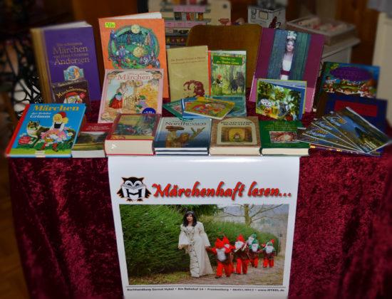Büchertisch zum Thema Märchen